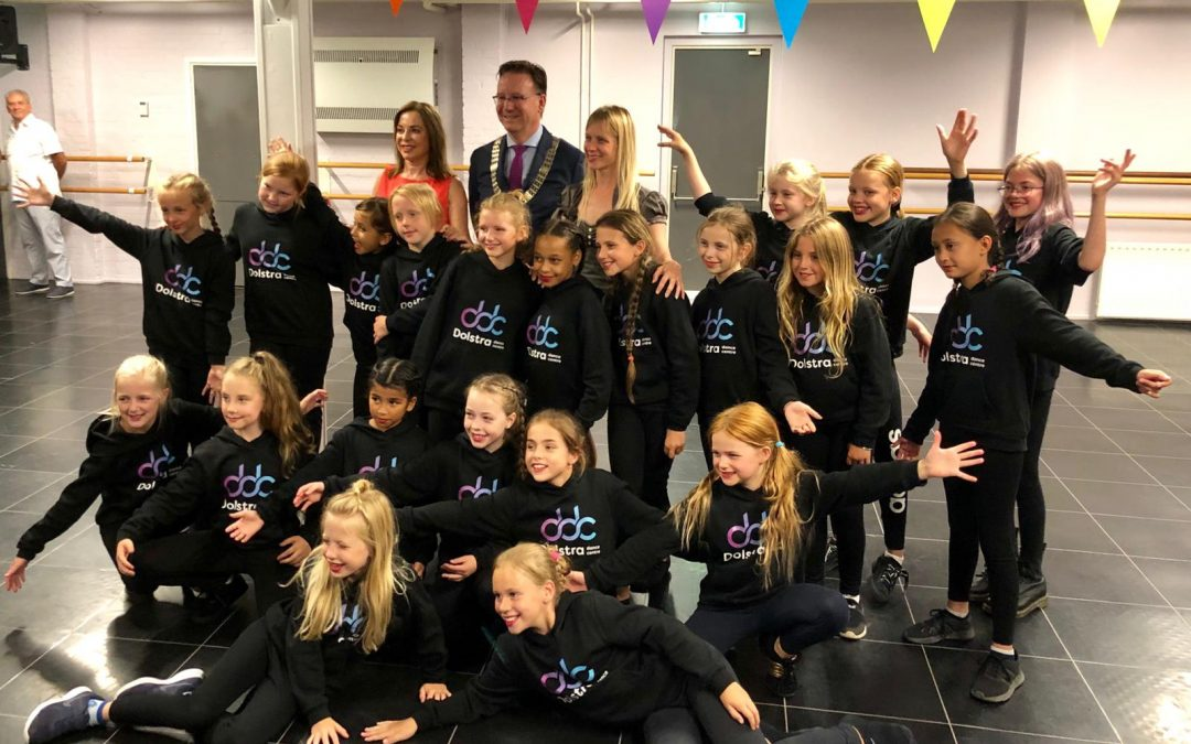 Burgemeester IJsselstein, Patrick van Domburg, onthult nieuwe naam & logo Dolstra Dance Centre