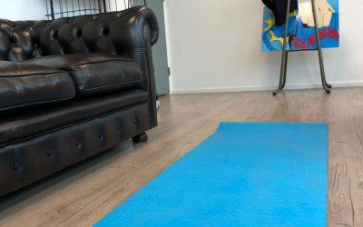 Wat doet dat Yoga matje bij Topshelf Media op kantoor?